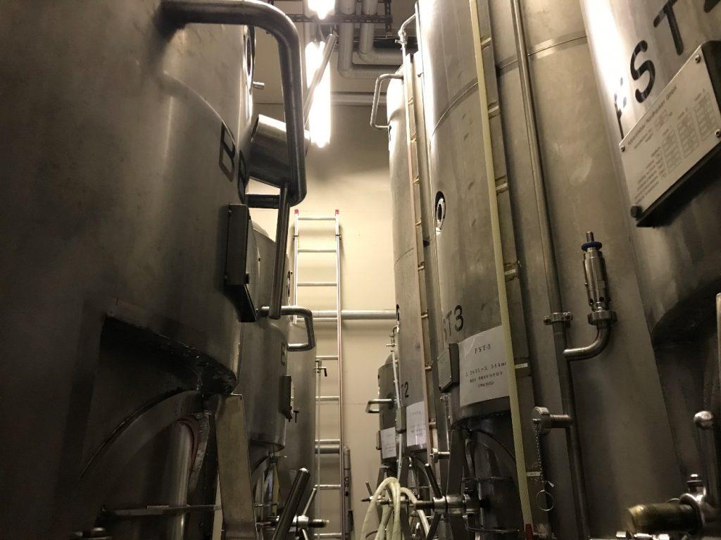 ビールの貯蔵タンク。